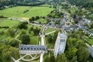 Abbaye du Bec Hellouin vue du ciel