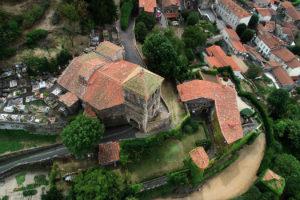 Le village d'Usson vue du ciel