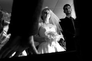 Photo de mariage, les mariés devant le maire