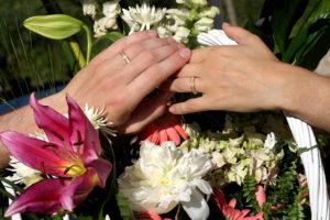 Photo de mariage, les alliances.